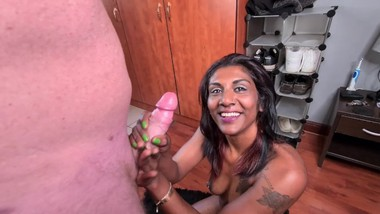 Indian girl loves to suck white cock till he cums in her mouth