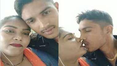 Desi slut loves the way macho man shoves tongue in her XXX mouth